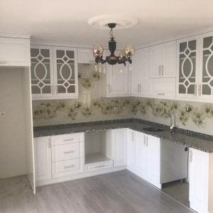 Desenli Kapaklı Beyaz Köşe Mutfak
