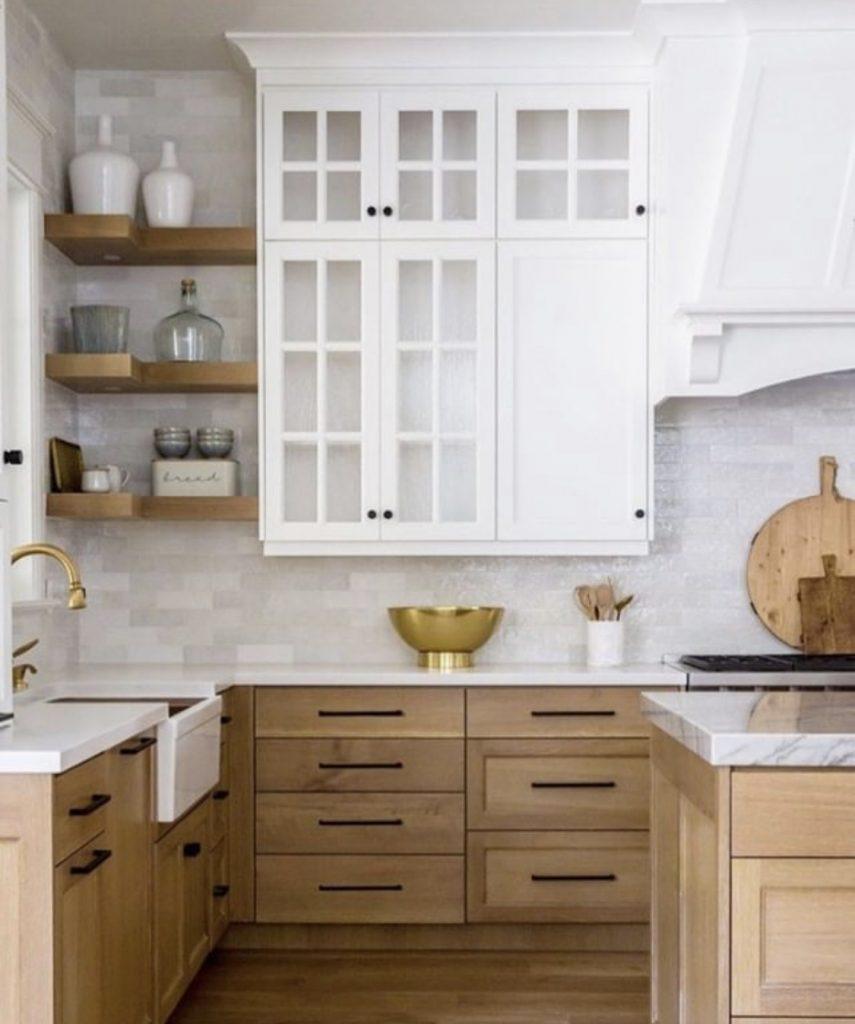ahşap ve beyaz mutfak dolabı