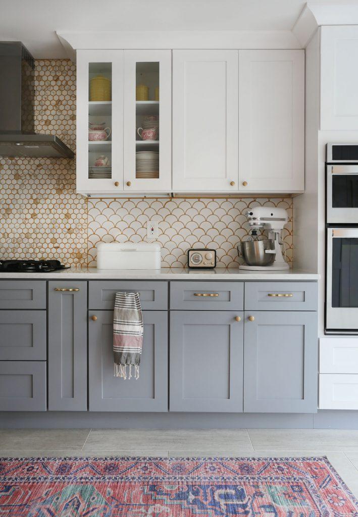 iki renkli mutfak dolapları