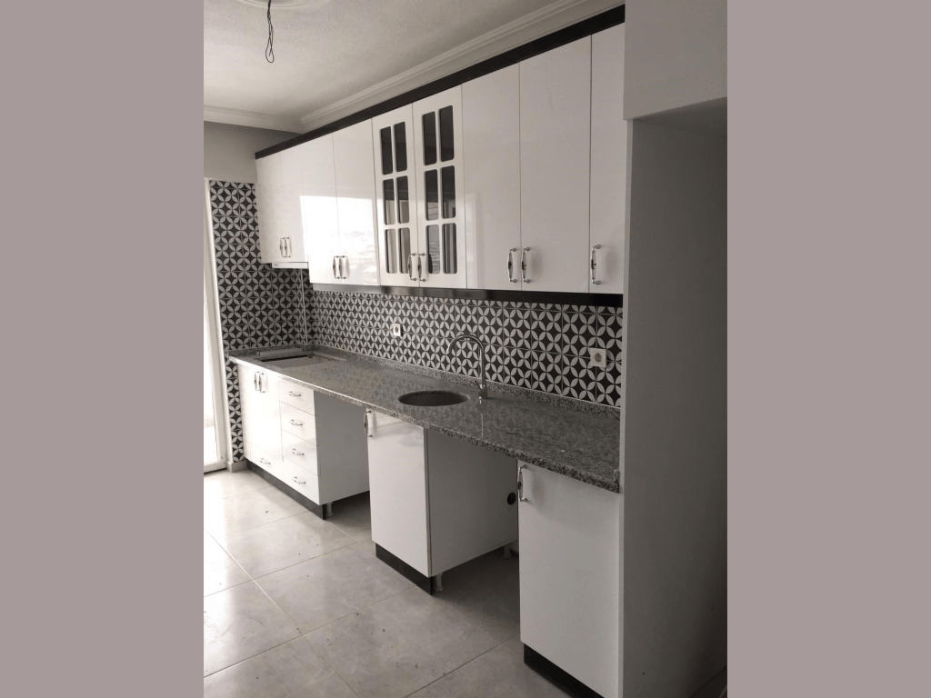 Siyah Beyaz Mutfak Dolabı